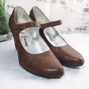 Tsubo Woman's Shoes Size 7.5 Brown